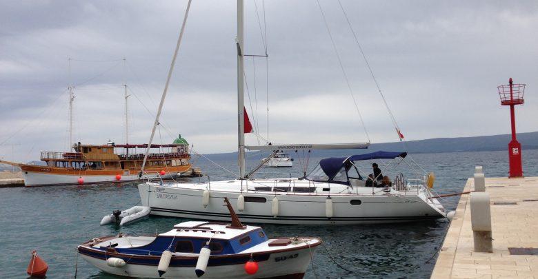 Nuestro barco con amarra segura