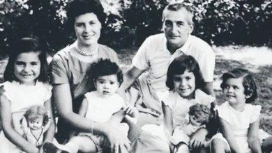 La familia Oesterheld. Elsa, Héctor y sus cuatro hijas: Estela, Diana, Marina y Beatriz en su casa de Beccar.