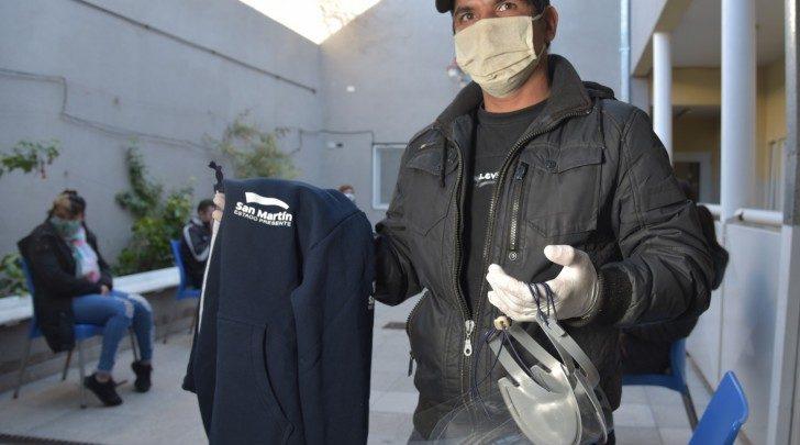 Kits de seguridad con camisolines, máscaras, barbijos, alcohol, cofias, delantales y otros insumos de prevención ante el Coronavirus