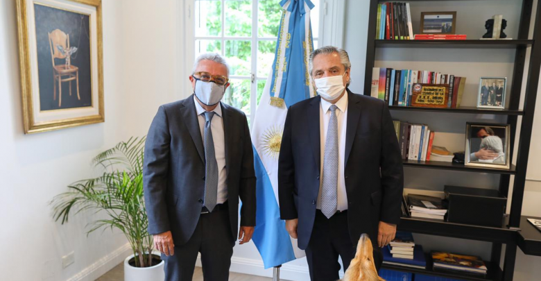 Julio Zamora junto con Alberto Fernández