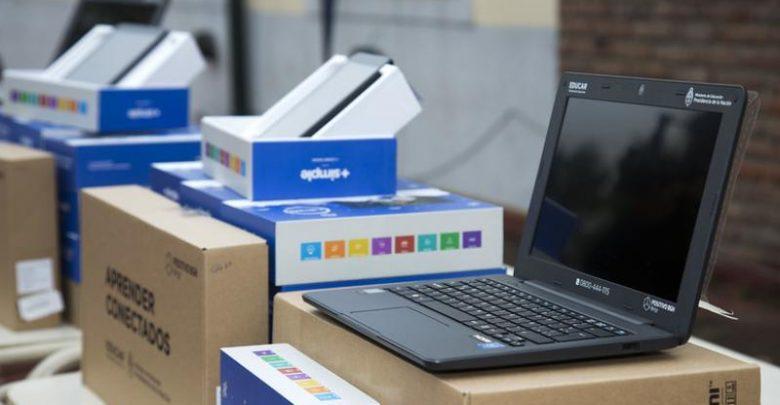 San Isidro entra Netbooks a escuelas públicas