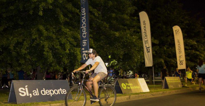 Paseo de bicicletas nocturno