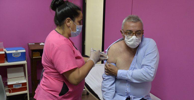 Julio Zamora se aplicó la vacuna Sputnik V