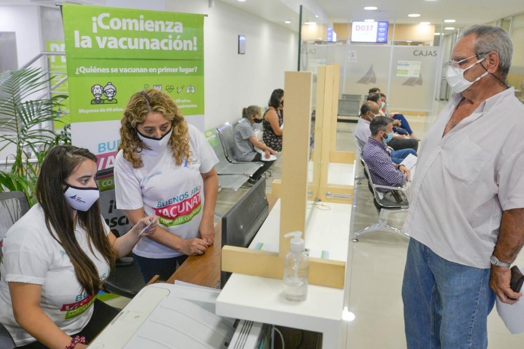 San Fernando ayuda a registrarse para vacunarse