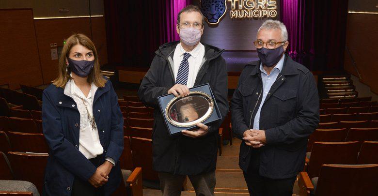 Tristán Bauer recorrió el Teatro Municipal Pepe Soriano de Tigre