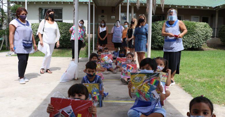 Entrega de útiles escolares a jardines de infantes de Tigre