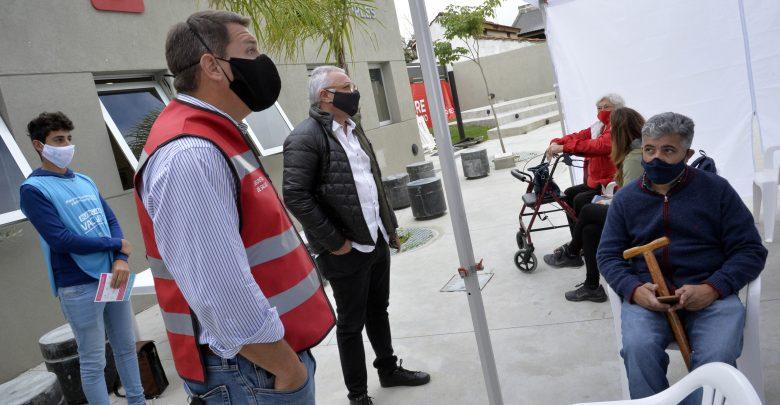 Julio Zamora en el nuevo punto de vacunación en Benavídez Norte