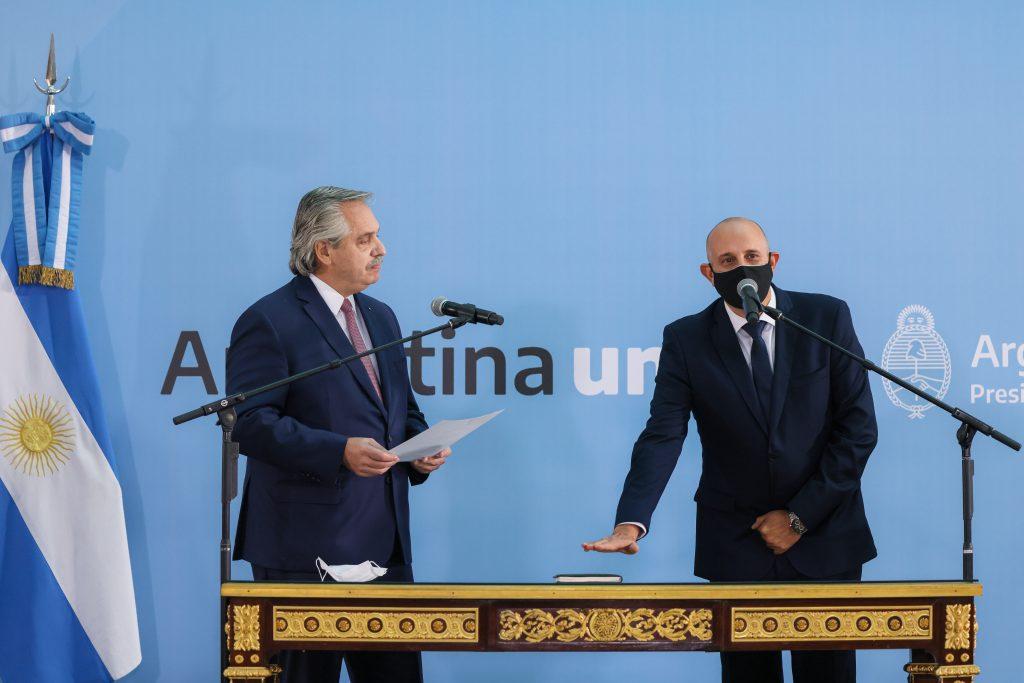 El presidente Alberto Fernández en la jura del nuevo ministro de transporte Alexis Guerrera