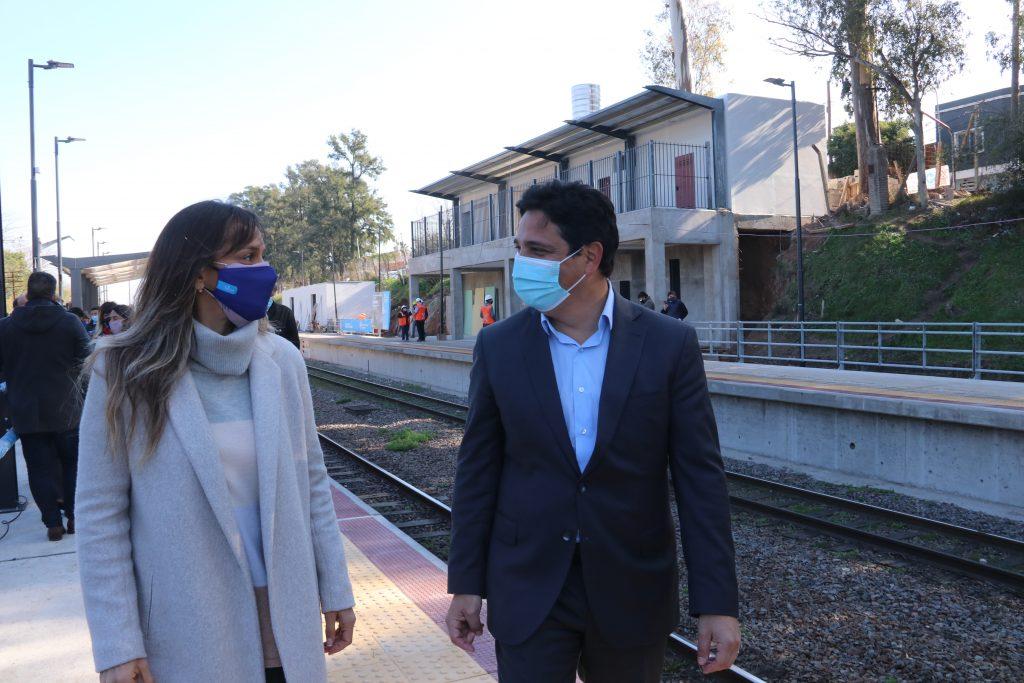 Martín Marinucci y Malena Galmarini recorrieron las obras de renovación en la estación de Montes.