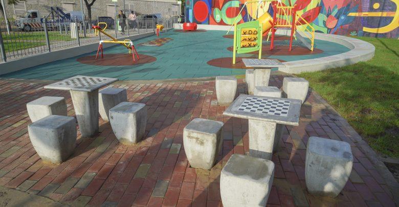 Plaza White