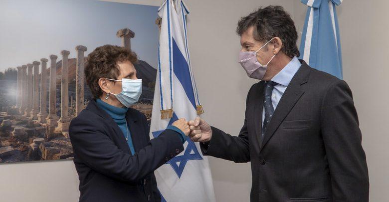 El intendente de San Isidro, Gustavo Posse, y la embajadora de Israel en Argentina, Galit Ronen