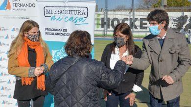 Juan Andreotti y Teresa García entregaron escrituras de viviendas